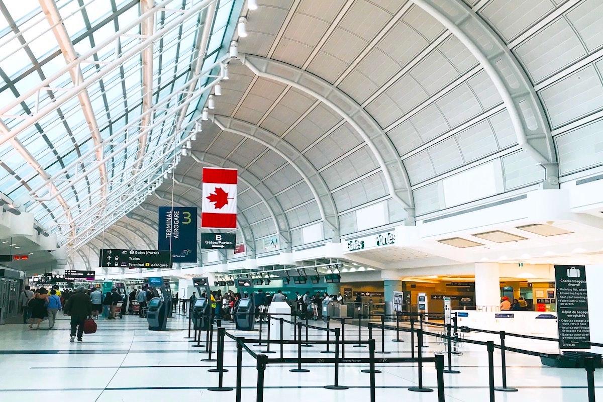 カナダの空港のターミナル