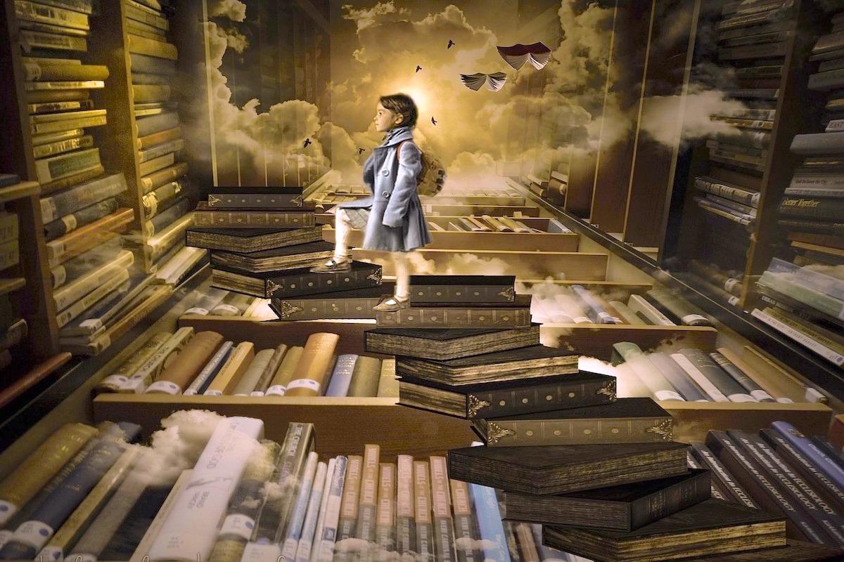 本の階段をのぼる少年