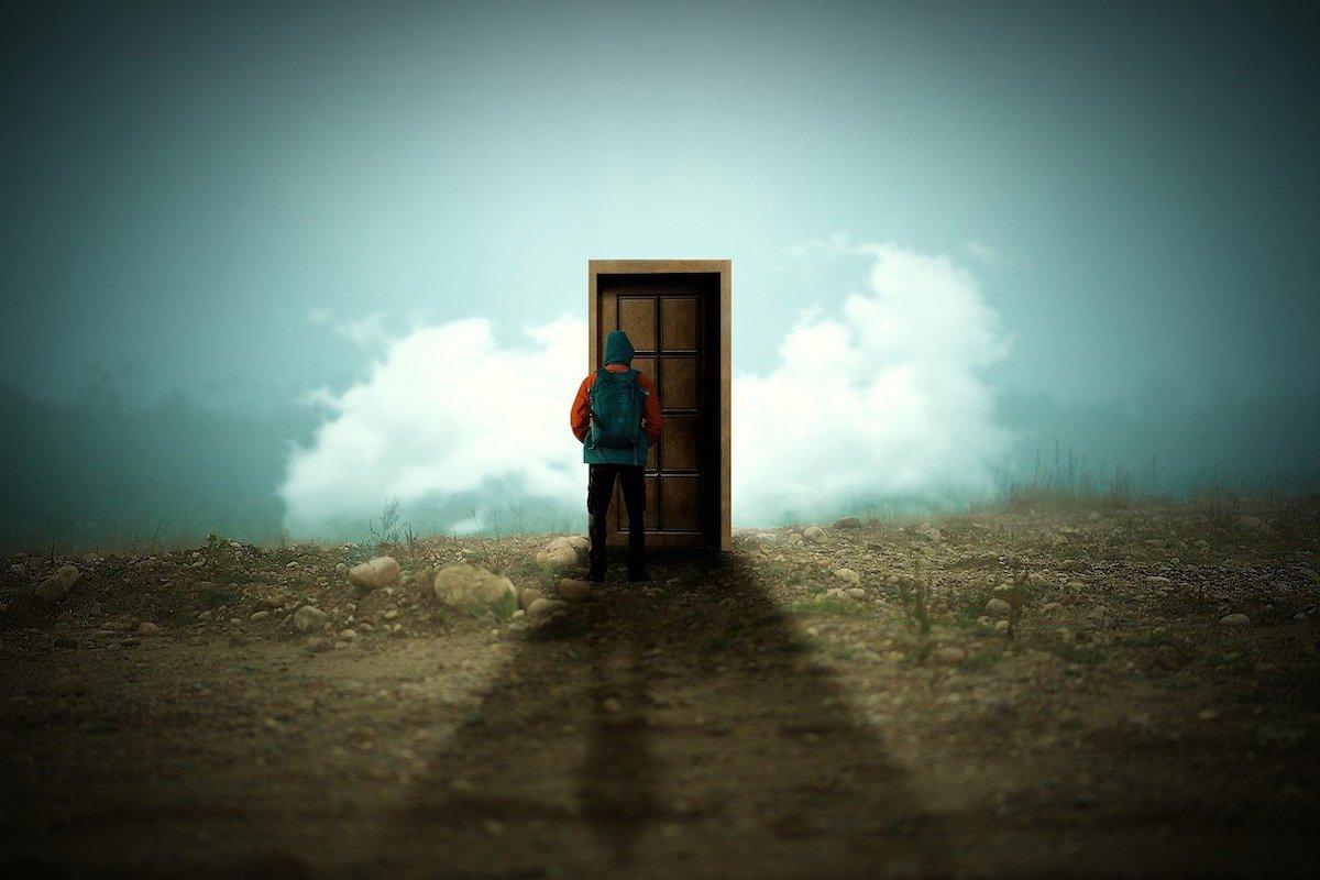 先のない扉