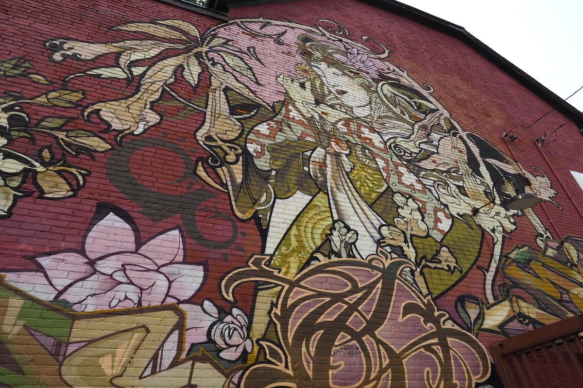 カナダ・トロントのケンジントンマーケットの女性アート