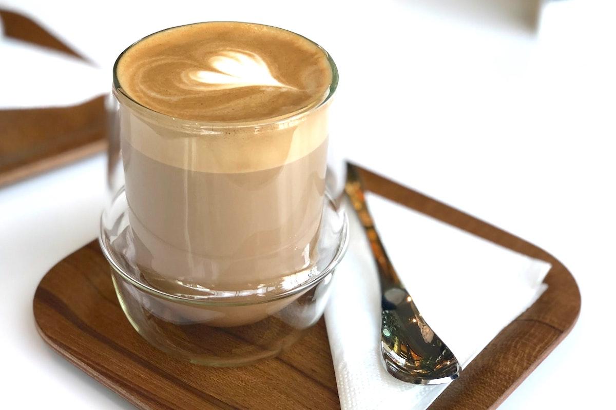 魔法瓶に注がれたカフェラテ