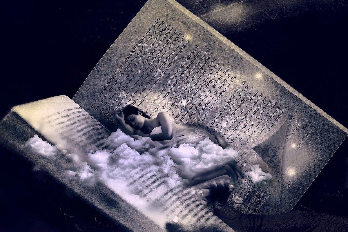 本の中で眠っている人