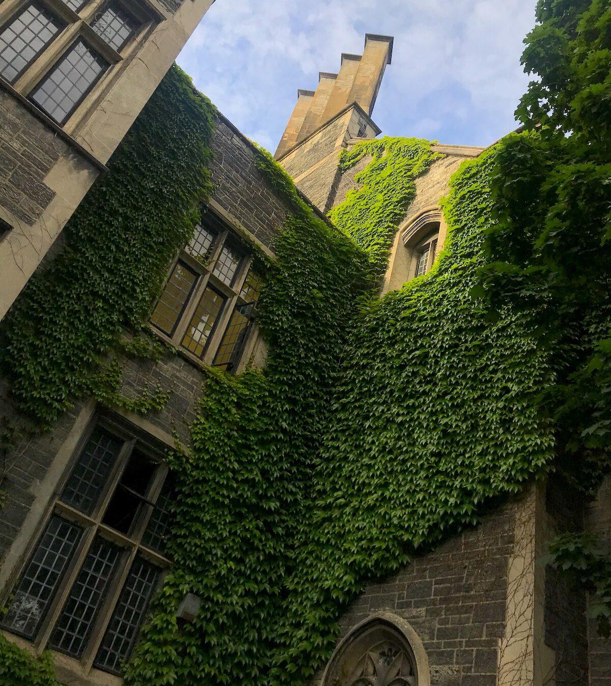 トロント大学のキャンパスでハリーポッターみたいな外観