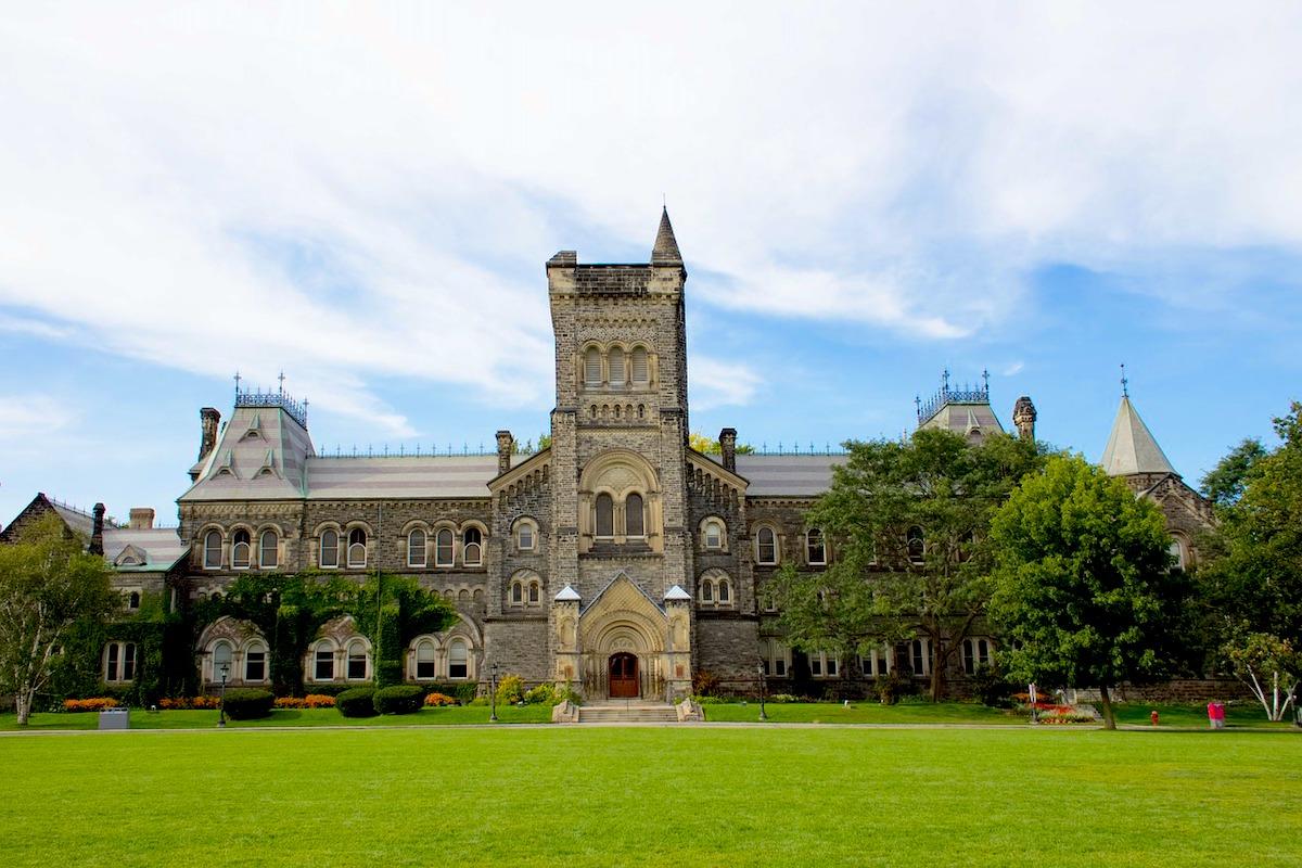 トロント大学セントジョージキャンパスの外観