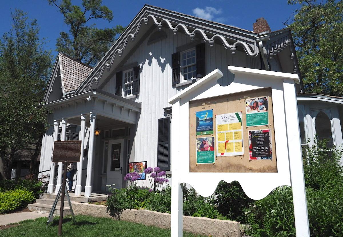 トロントのユニオンビルの白い家