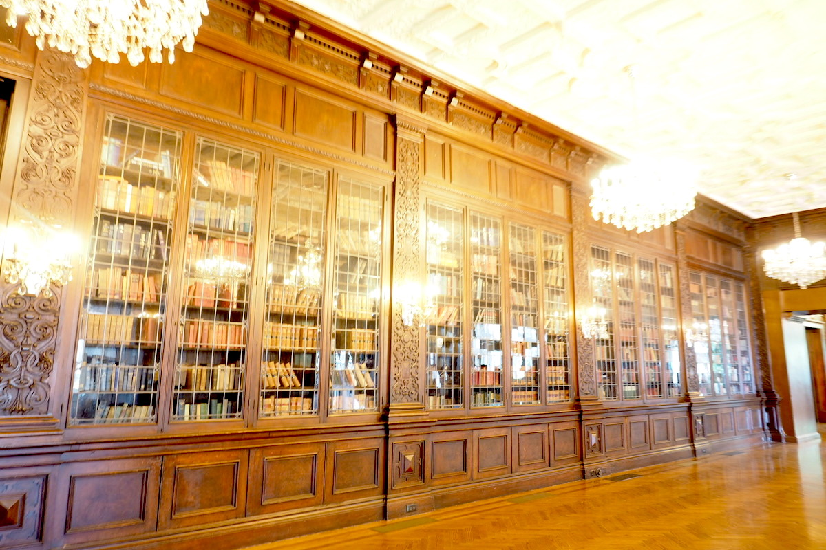 トロントのカサロマの本棚