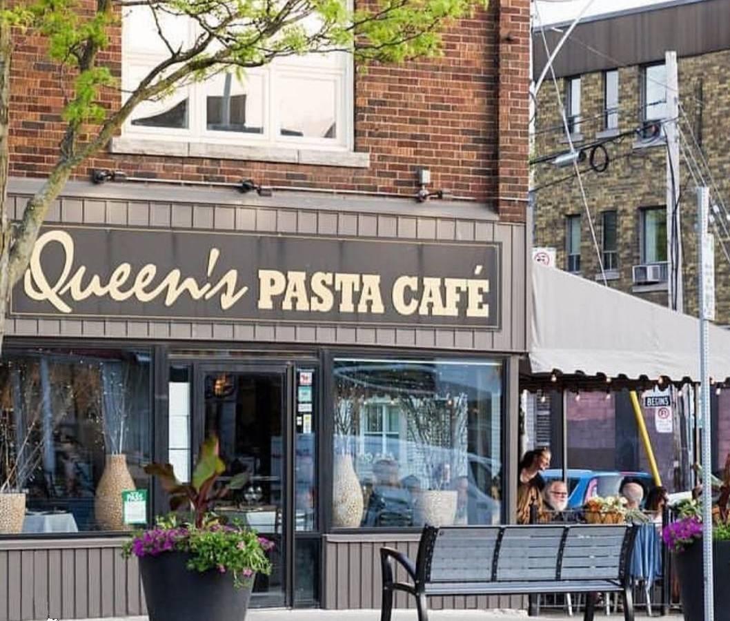 Queen's Pasta Cafeの外観